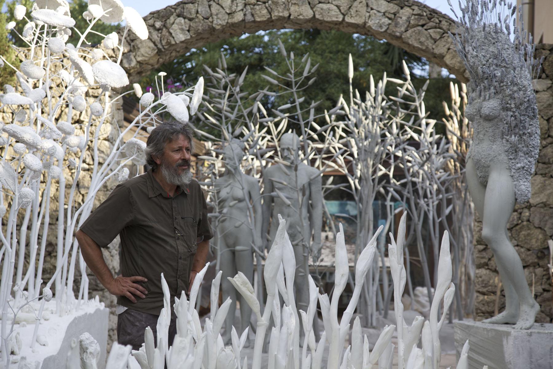 Giuseppe Agnello fra le sculture